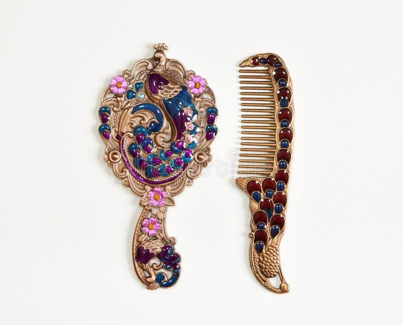 妇女的阿拉伯被设计的手镜 r 库存图片