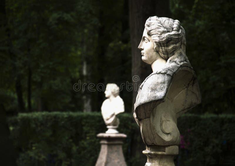 妇女的雕象 图库摄影