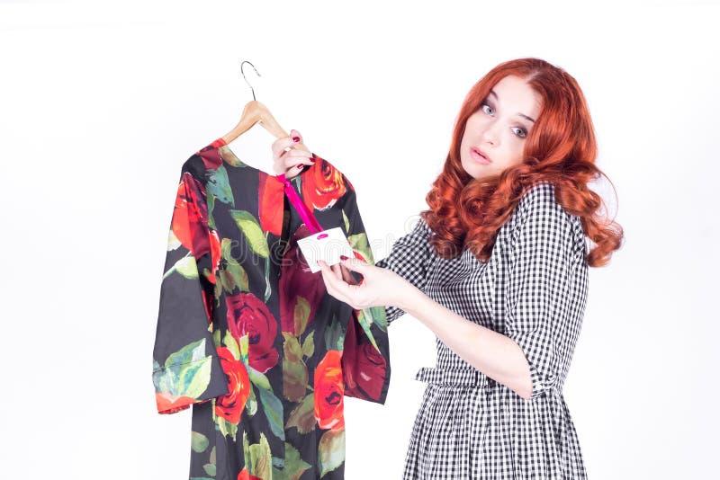 妇女看礼服的高价 库存图片