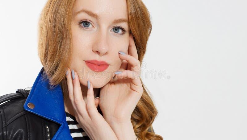 妇女秀丽力量 E 皮肤护理,蓝眼睛 库存照片