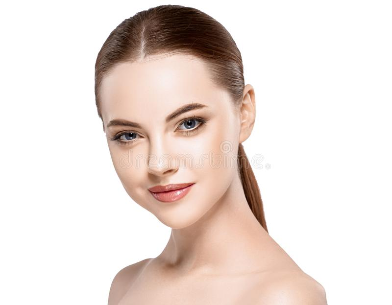 妇女秀丽在与健康皮肤的白色隔绝的面孔画象 免版税库存图片
