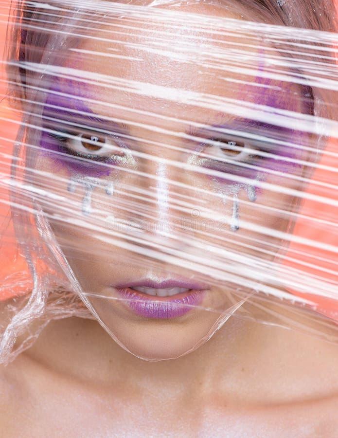 妇女秀丽画象有创造性的紫罗兰色构成的 库存照片