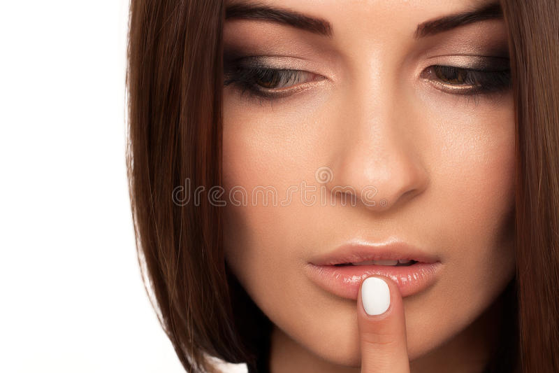妇女秀丽嘴唇和眼睛在演播室 免版税库存图片