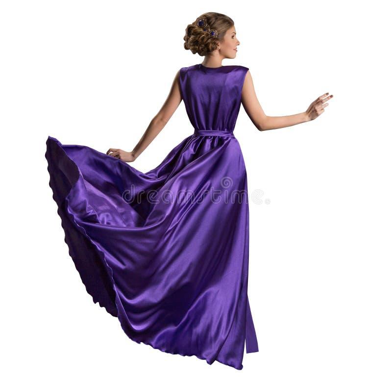 妇女紫色礼服,在长的振翼的褂子的时装模特儿,在白色的背面图 库存照片