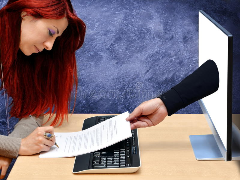 妇女网上购物 免版税库存照片