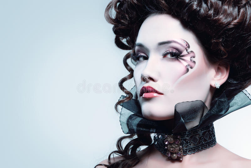 妇女美丽的万圣夜吸血鬼巴落克式样贵族 库存照片