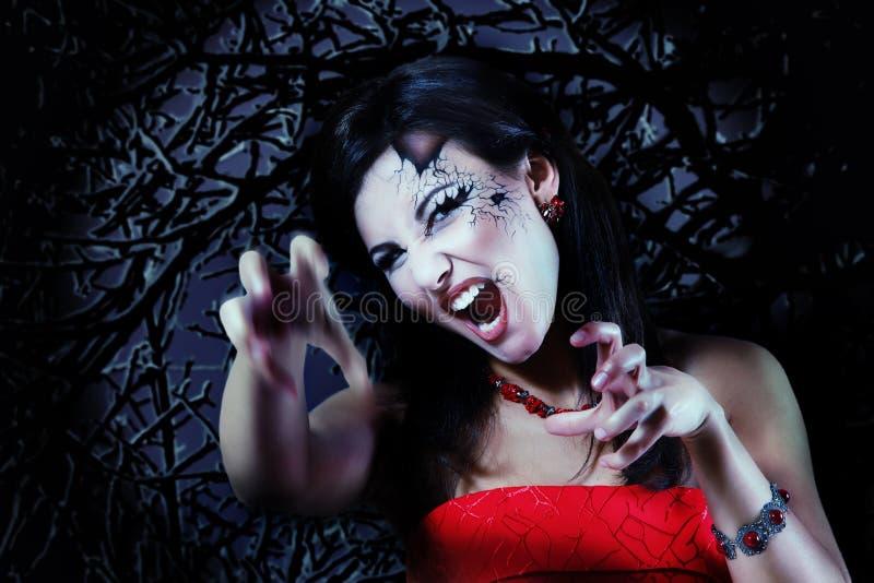 妇女美丽的万圣夜吸血鬼 免版税库存照片
