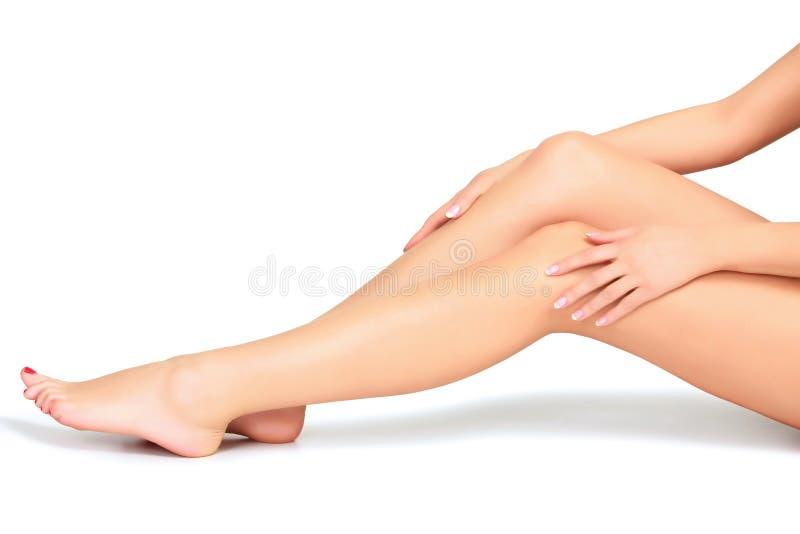 妇女腿和手 免版税库存照片