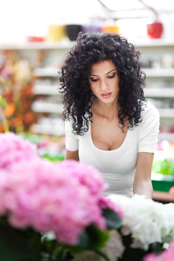 妇女自温室 免版税库存图片