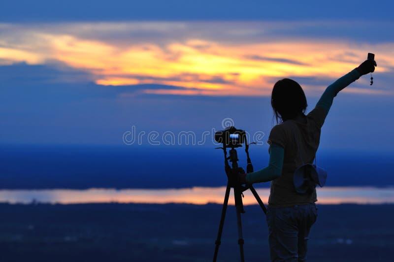 妇女自然摄影师 库存图片