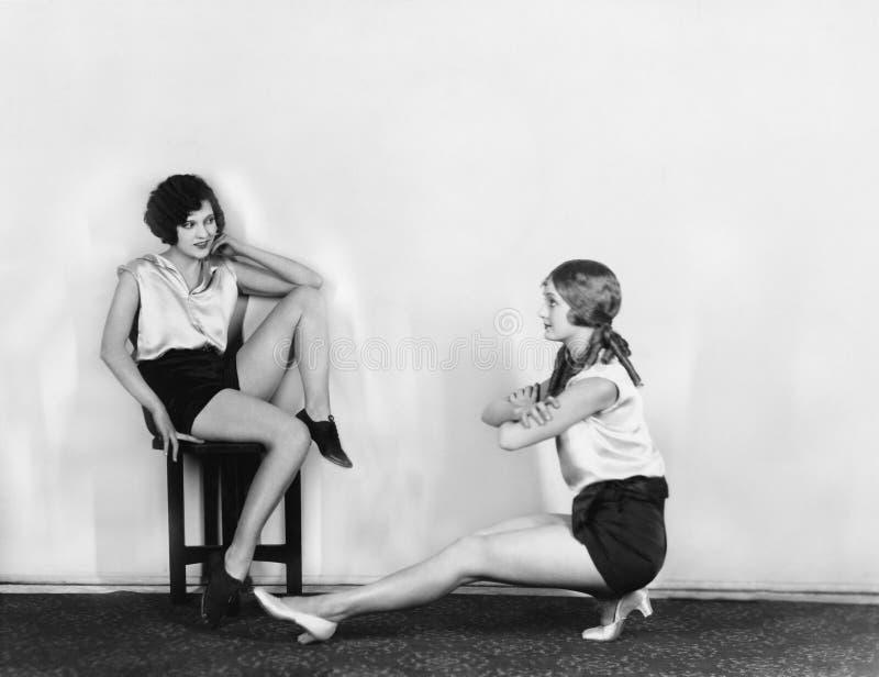 妇女舒展 免版税库存图片