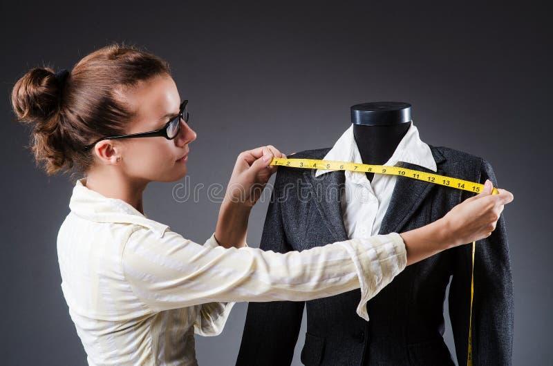 妇女裁缝 免版税图库摄影