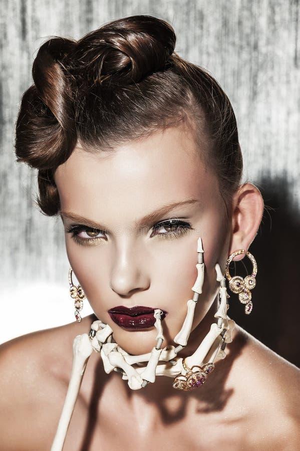 妇女超现实主义的时尚画象  库存图片