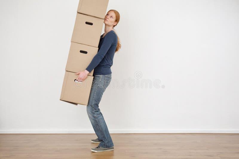 妇女运载的纸盒储藏盒 免版税库存图片