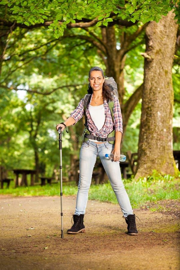妇女远足者 免版税库存图片