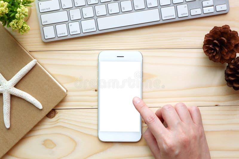 妇女递智能手机感人的空的白色屏幕  免版税库存照片