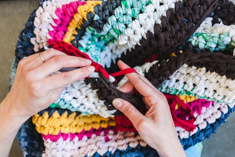 妇女钩编编织物 库存图片