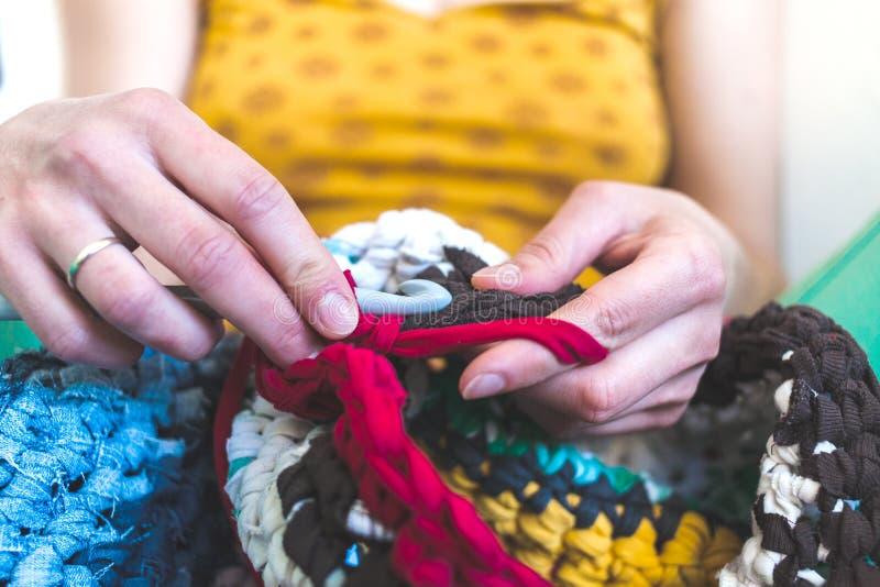 妇女钩编编织物 库存照片