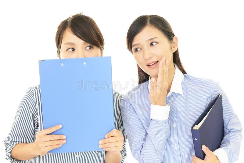 妇女闲话 免版税库存照片
