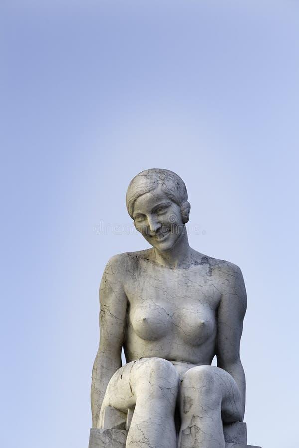 妇女雕象  免版税库存照片