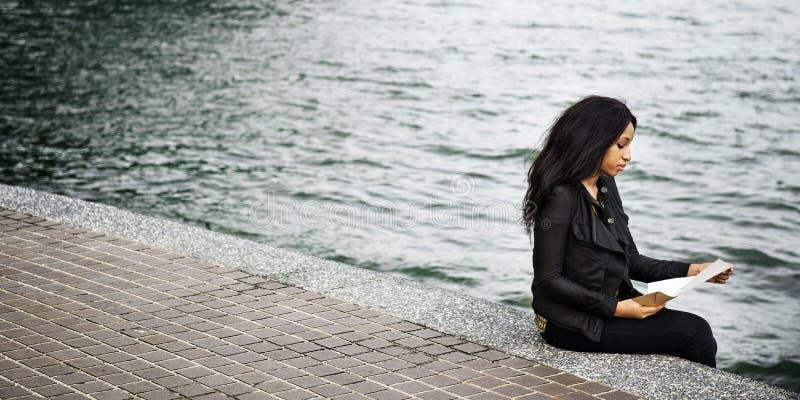 妇女非裔美国人的压抑哀伤的女性概念 库存图片