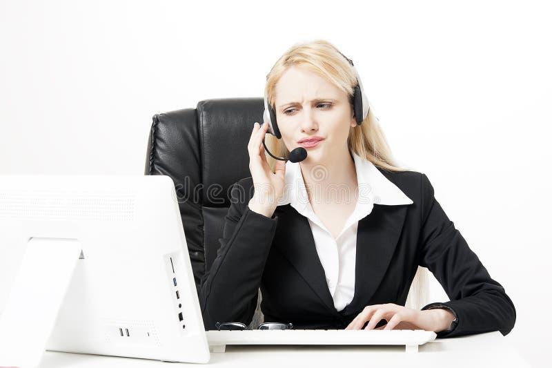 妇女顾客服务工作者,有电话耳机的电话中心操作员 免版税库存照片