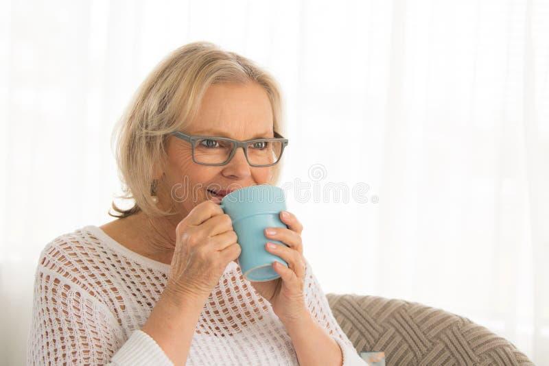 妇女饮料咖啡 库存图片