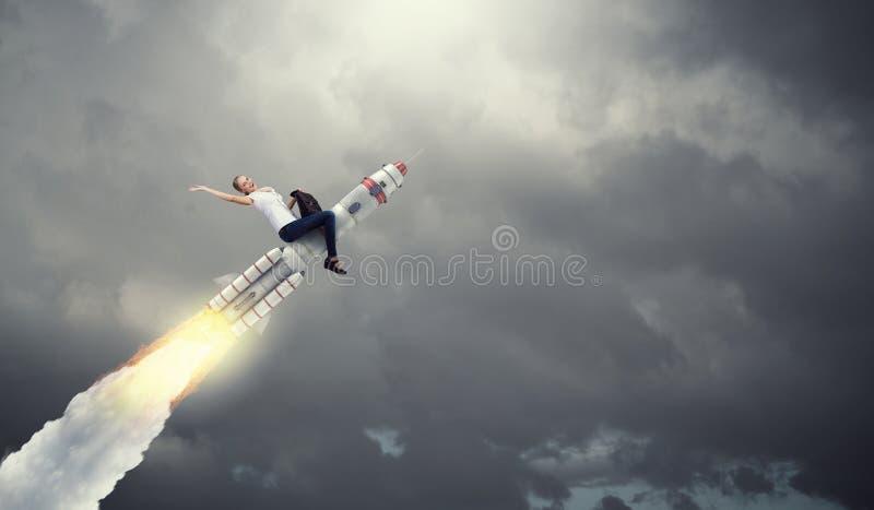 妇女骑马导弹 混合画法 免版税库存照片