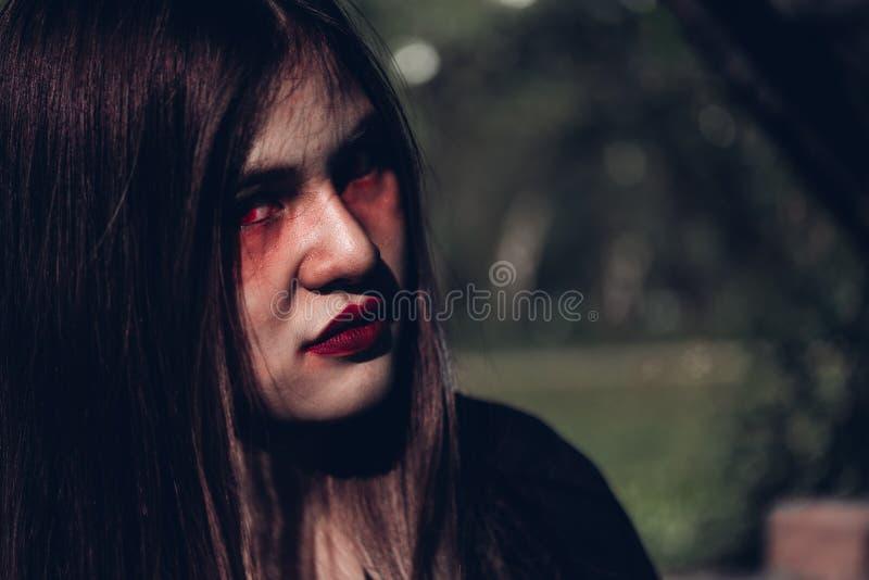 妇女鬼魂的面孔她是可怕的 库存照片