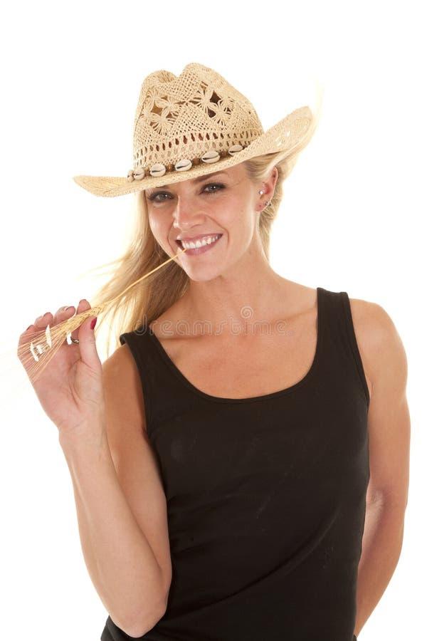 妇女黑色坦克微笑麦子嘴 库存图片