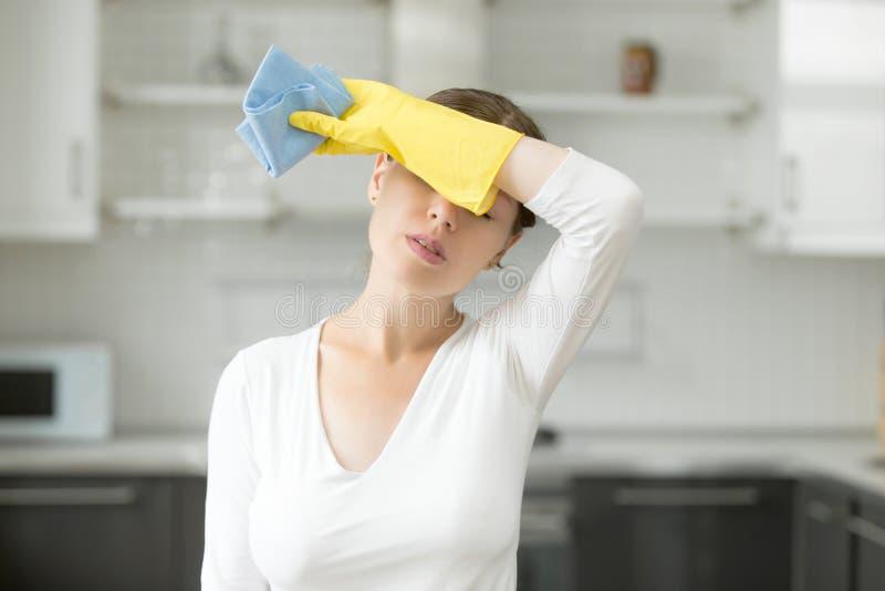 妇女,挫败与关于房子的工作 库存图片