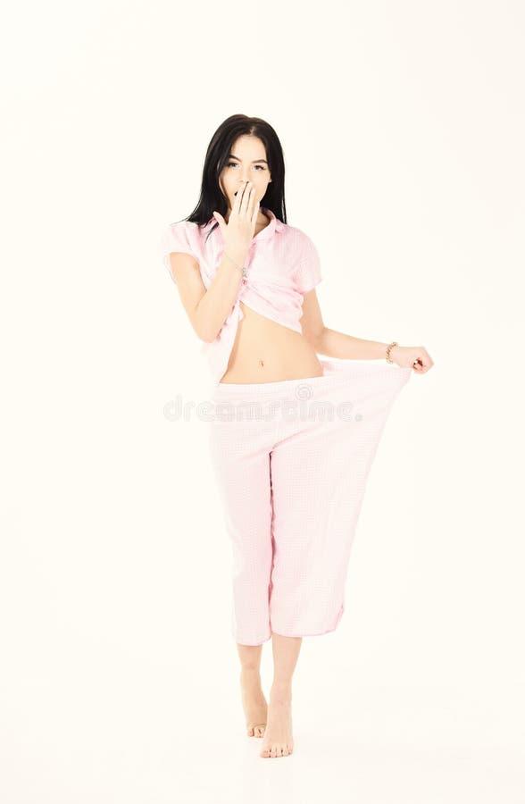 妇女,睡衣的可爱的小姐 损失重量概念秘密  饮食的女孩丢失了全部重量,被隔绝  免版税库存照片