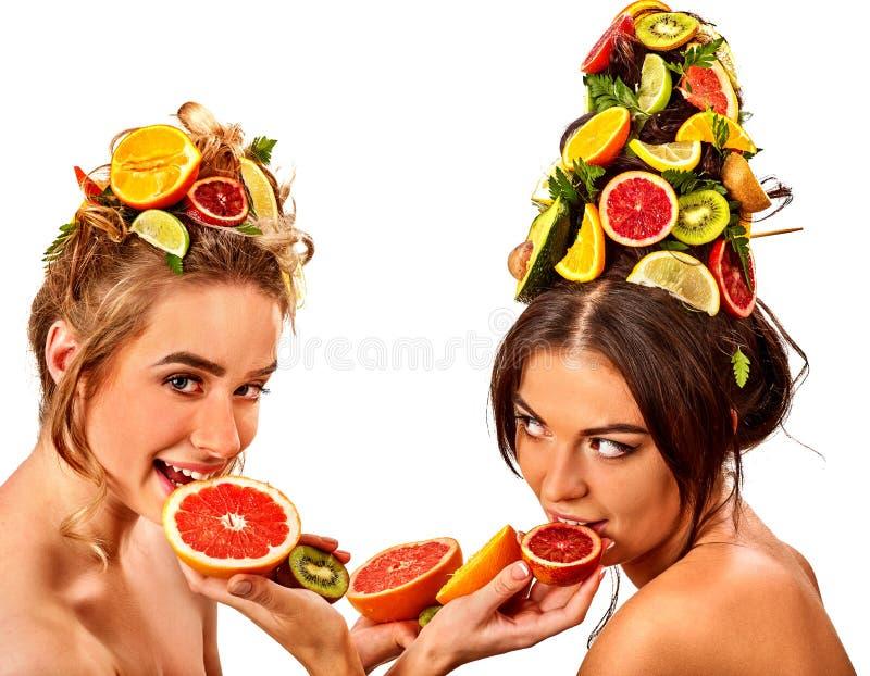 妇女头发和面部面具和身体从果子关心 免版税库存图片