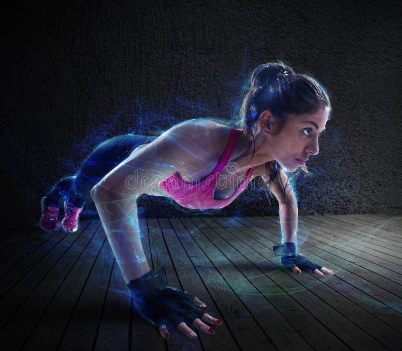 妇女锻炼与增加 库存图片