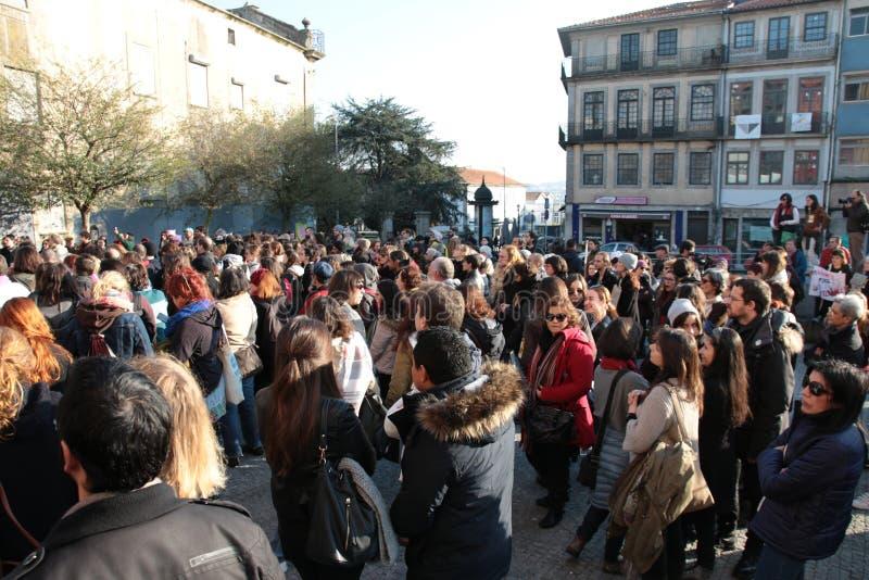 妇女`的s 3月抗议者在葡萄牙 库存图片