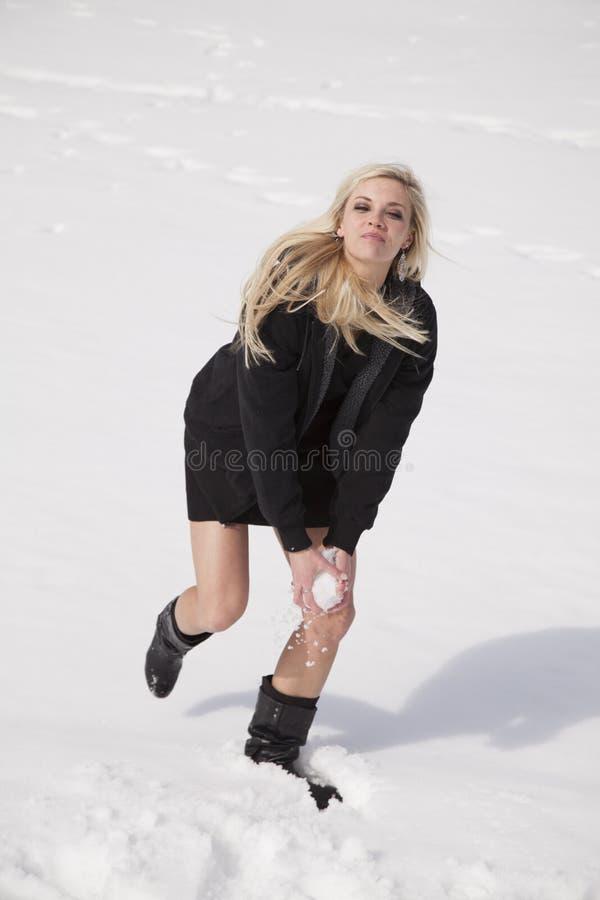 Download 妇女黑色礼服雪球 库存图片. 图片 包括有 礼服, 外面, 冻结, 放血, 白种人, 痛饮, 本质, 活动家 - 30327277