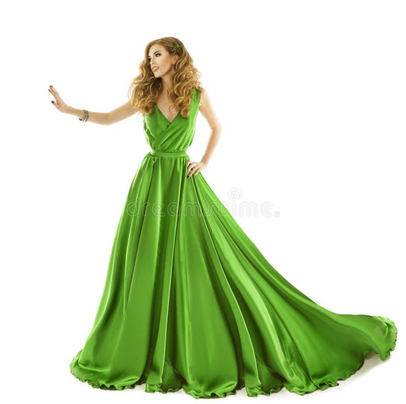 妇女绿色礼服,在长的丝绸褂子的时装模特儿用手接触 免版税库存图片