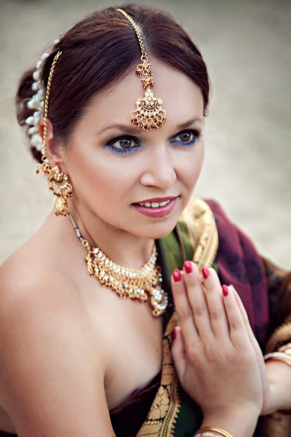 妇女画象有东方构成和首饰的 库存照片