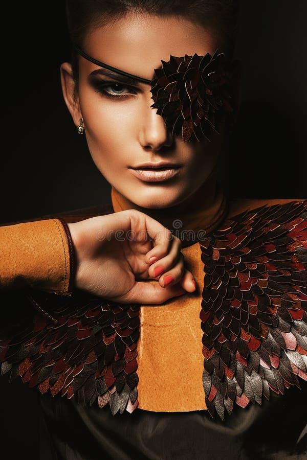 妇女画象有创造性的眼罩的 库存图片