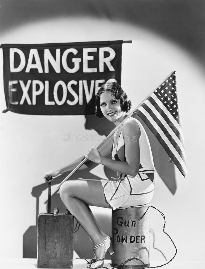 妇女画象有美国国旗的和炸药(所有人被描述不更长生存,并且庄园不存在 供应商wa 免版税库存图片