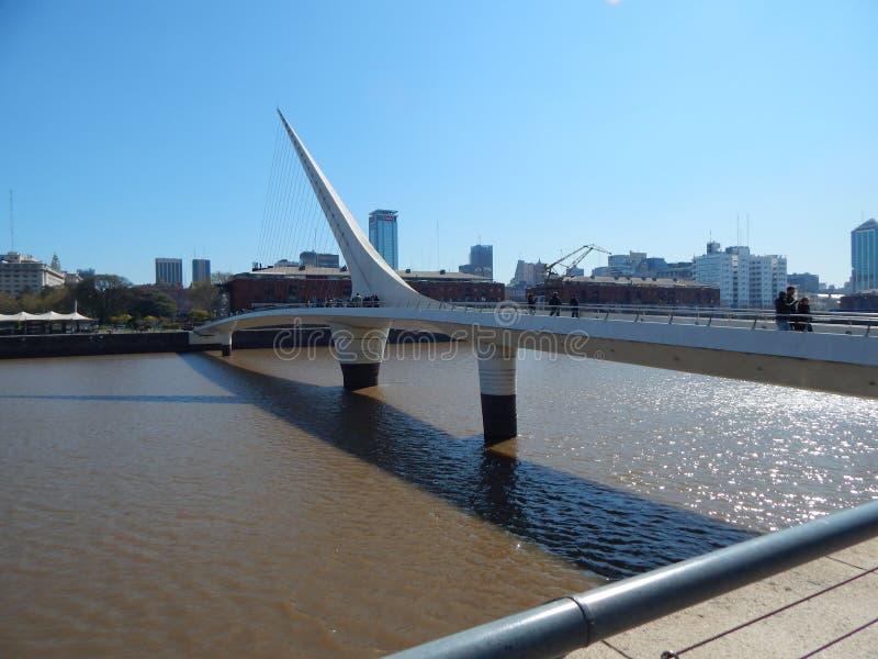 妇女` s桥梁 免版税库存照片