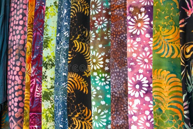 妇女` s织品穿戴并且穿礼服精品店 免版税库存照片