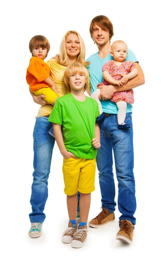 妈妈、爸爸、男孩和女婴 免版税库存照片