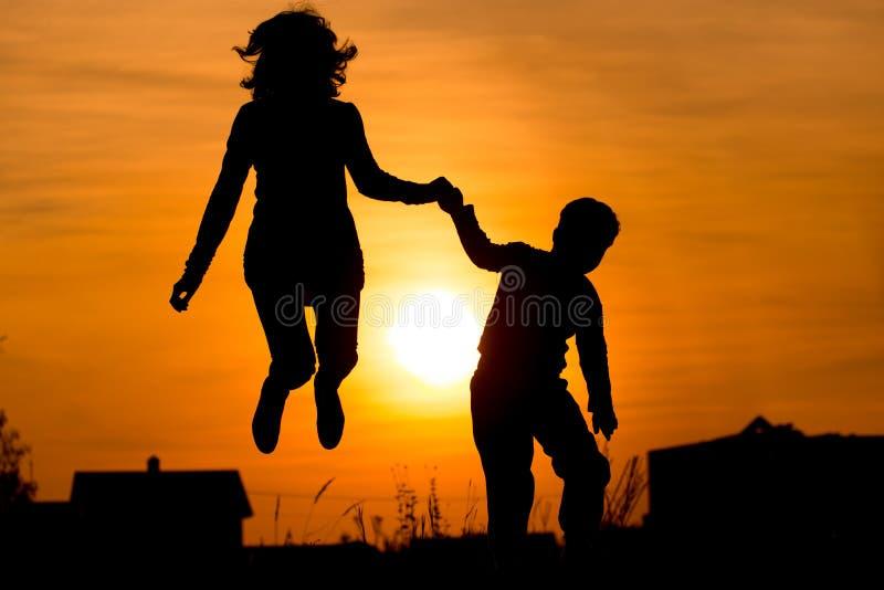 女孩, 现有量, 愉快, 孩子, 爱, 妈妈, 母亲, 本质, 人们, 光芒, 剪影