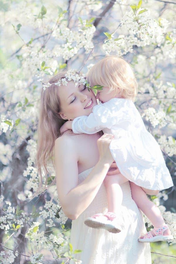 妈妈和婴孩柔软 免版税图库摄影