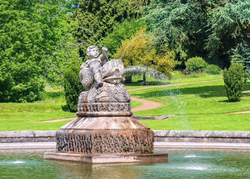 妮瑞德天使喷泉,Witley法院,渥斯特夏 免版税库存图片