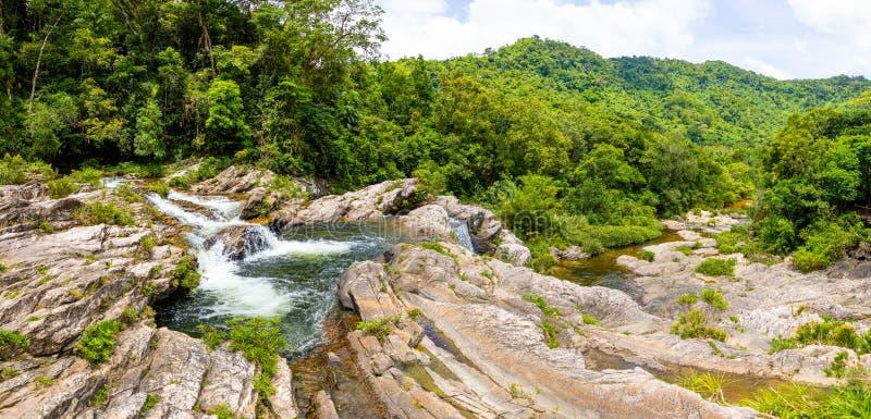 姐妹瀑布风景,南部海南省,中国的本质 库存图片