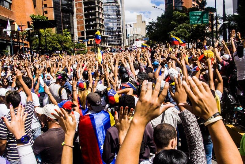 23-01-2019委内瑞拉基督教教会成员上街游行表示他们的不满在尼古拉斯・马杜罗非法接管  免版税图库摄影