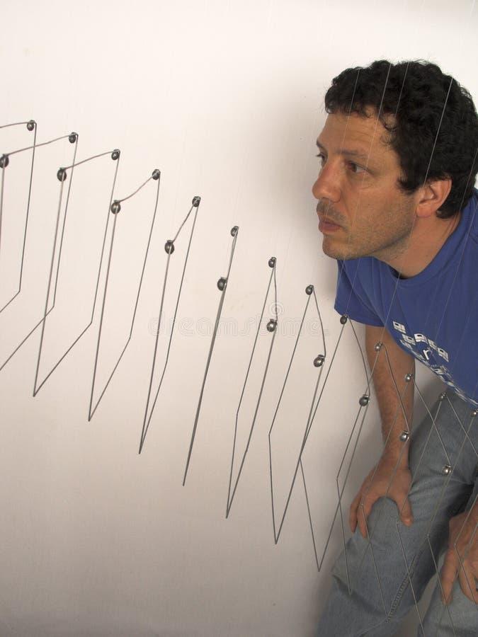 委内瑞拉艺术家有运动书刊上的图片的伊莱亚斯Crespin在他的演播室在加拉加斯委内瑞拉 免版税库存照片