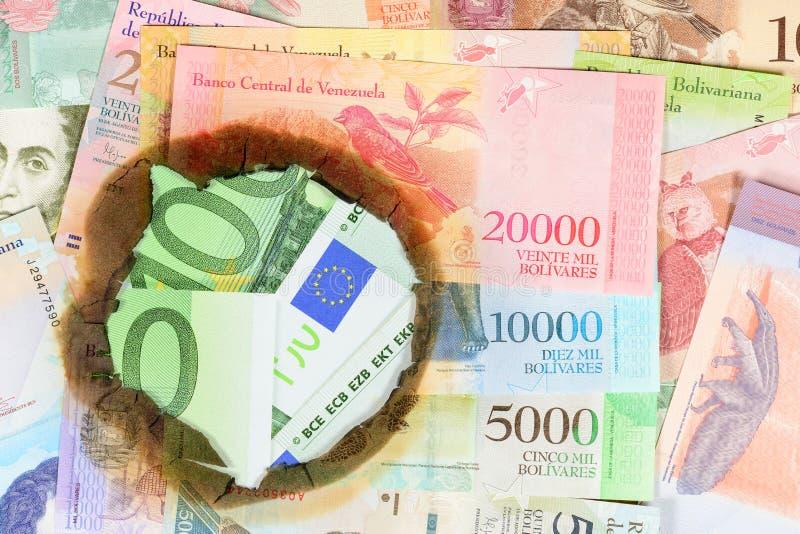 委内瑞拉通货膨胀概念 另外博利瓦价值被烧的委内瑞拉钞票,通过您能看到的孔 库存图片